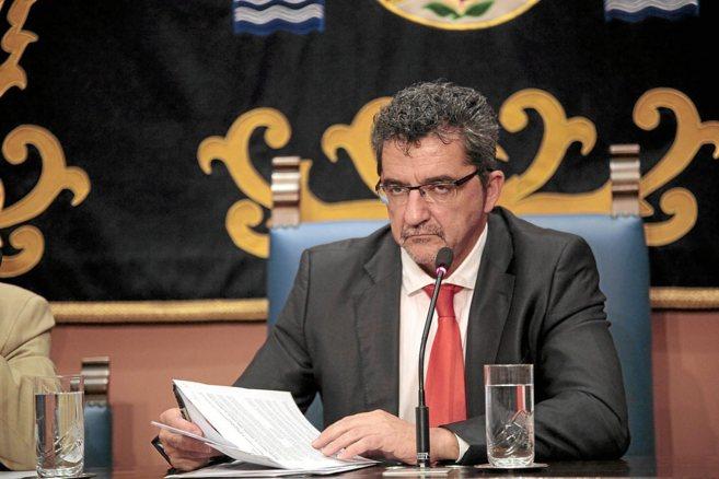 El alcalde de Alcalá de Guadaíra, Antonio Gutiérrez Limones,...
