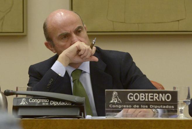 El ministro de Economía, Luis de Guindos, en una comparecencia en el...
