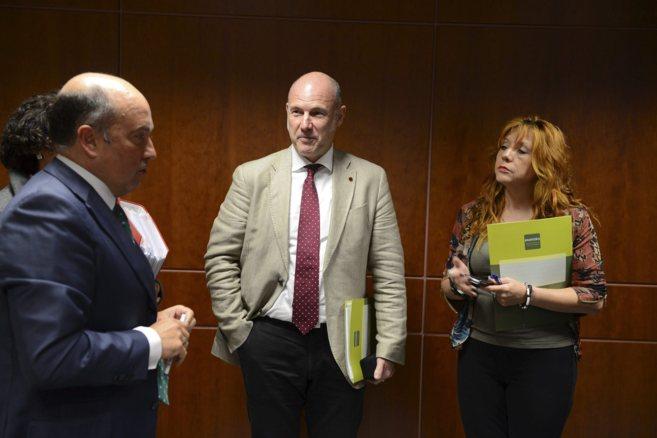 Julia Hernández, a la derecha, con Carmelo Barrio e Íñigo Lamarca.