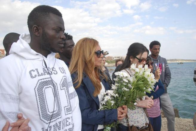 Ceremonia por las víctimas del naufragio en Catania (Italia).