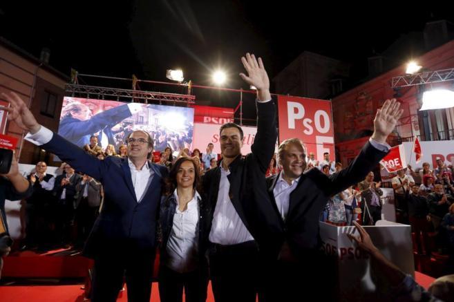 Gabilondo, Sánchez y Camrmona, en el acto de inicio de campaña del...