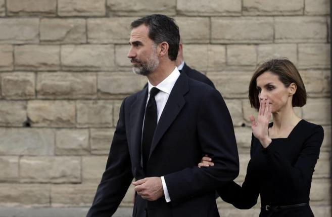 Los Reyes, en el funeral por las víctimas del accidente aéreo en...