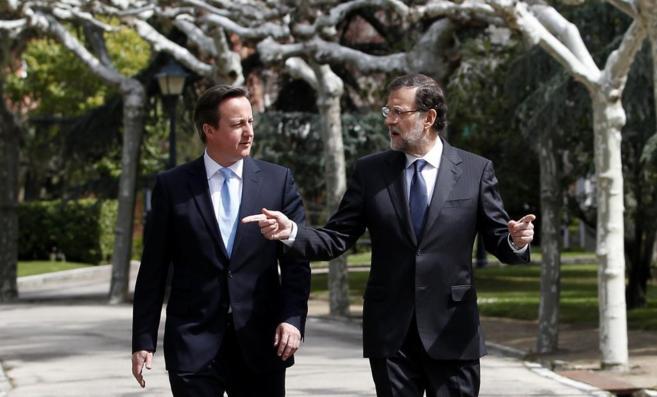David Cameron y Mariano Rajoy, en un encuentro en La Moncloa en abril...