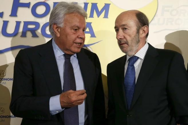 Felipe González y Alfredo Pérez Rubalcaba, en el acto celebrado este...