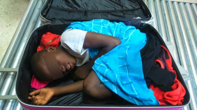El menor, procedente de Costa de Marfil, intentó pasar la frontera de...