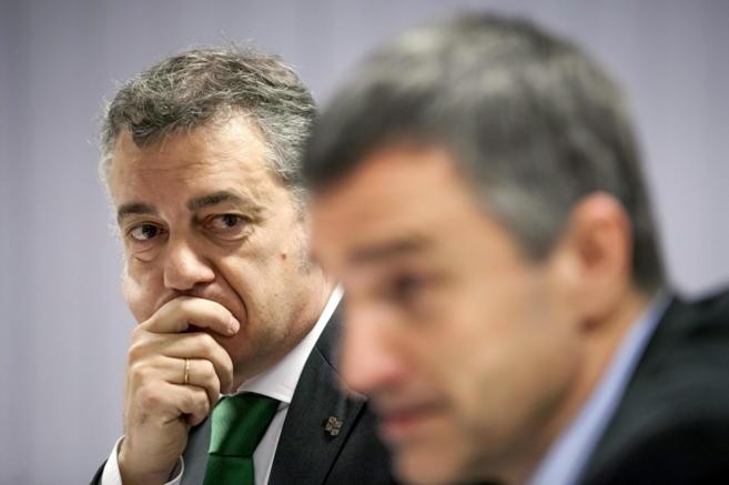 Iñigo Urkullu y el secretario de Paz y Convivencia, Jonan Fernández.