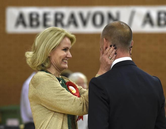 La primera ministra danesa, Helle Thorning-Schmidt, celebra con su...