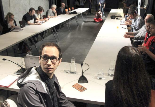 Pavel Khvaleev (i), durante el taller de trabajo tras el estreno en...