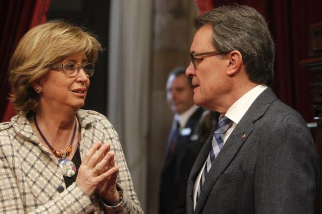 El presidente de la Generalitat, Artur Mas, junto a la consellera...