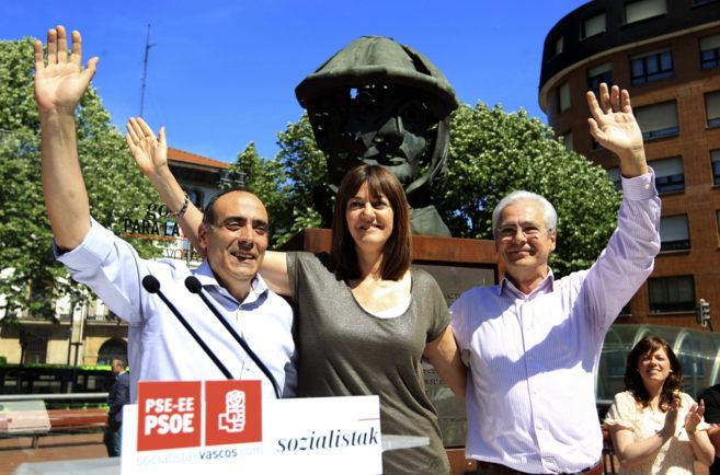 Luis Felipe Finker, Idoia Mendia y Carlos Totorika en la plaza del...