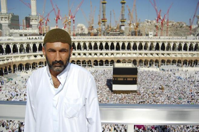 Parvez Sharma posa delante de La Kabba en 'A sinner in...