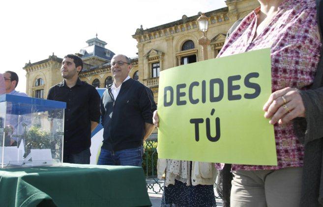 El alcalde de San Sebastián, Juan Carlos Izagirre, frente al...