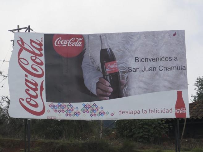 Cartel de bienvenida a la entrada del pueblo de San Juan de Chamulas...
