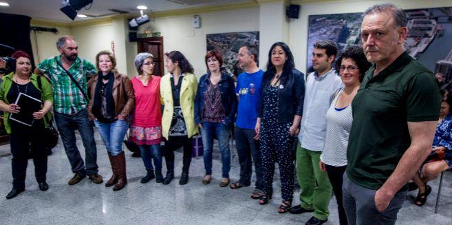 Roberto Uriarte junto a los candidatos de Podemos a las elecciones...