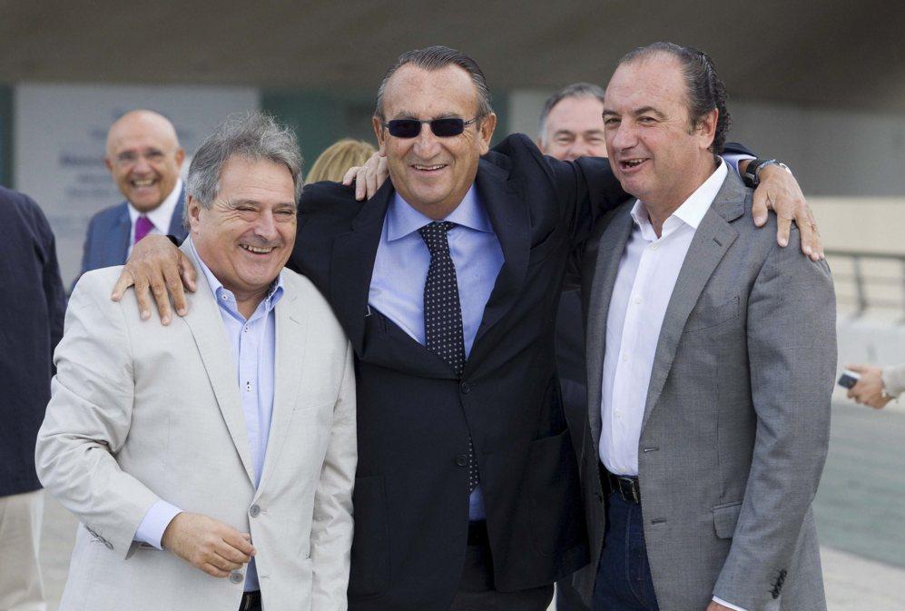 Los ya ex presidentes de la Diputación de Valencia (Alfonso Rus),...