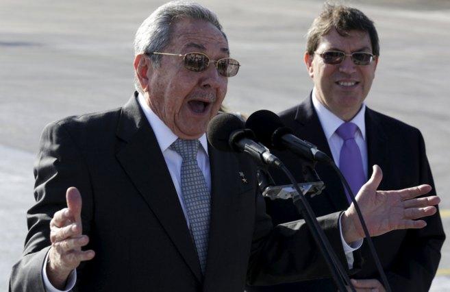 El presidente de Cuba, Raúl Castro, habla ante los medios en el...