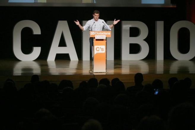 El líder de Ciudadanos, Albert Rivera, durante un acto de la campaña...