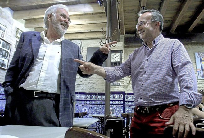 Josele Amores y Pepe Soto, en el bar El Comercio de Sevilla donde...