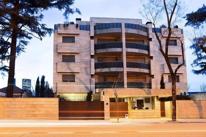 Edificio de nueva construcción en la calle de Mateo Inurria de...
