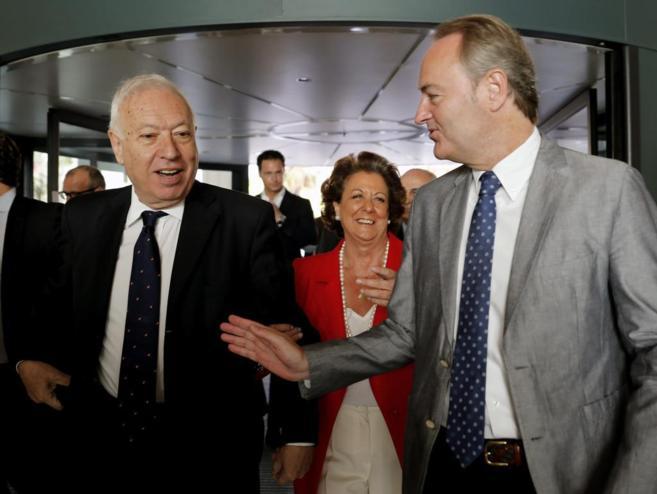 Margallo, hoy en Valencia junto a Alberto Fabra y Rita Barberá.