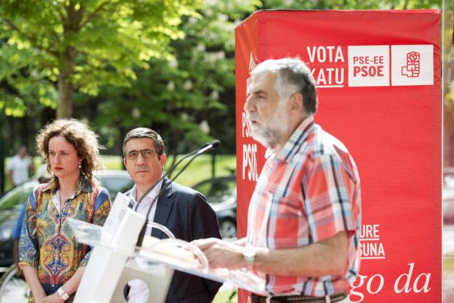 Patxi López entre Cristina González e Igor López de Munain en un...