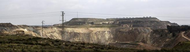 Foto panorámica de archivo, datada el 20 de abril de 2014, de la mina...