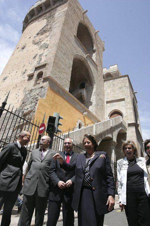 Rita Barberá y María José Alcón, a la derecha, en la inauguración...