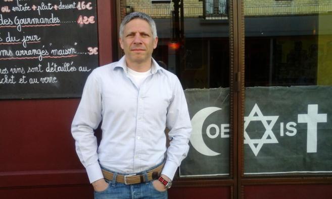Ezequiel Szafir, en el café Au Passage des Artistes, en París.
