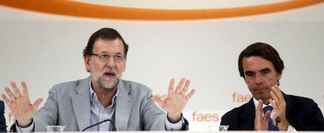 El presidente Mariano Rajoy  junto con Aznar, presidente de FAES, en...