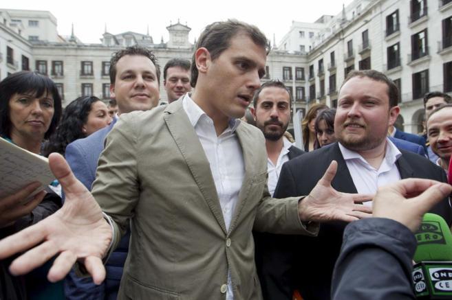 Albert Rivera, en Santander, antes de participar en un acto electoral.