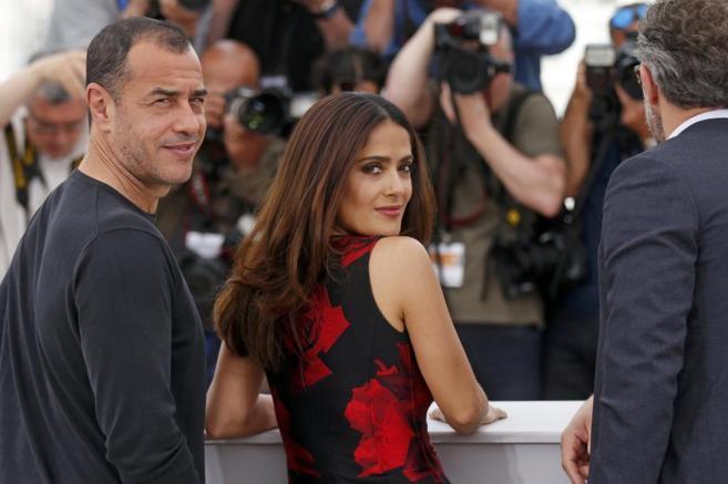 Matteo Garrone y Salma Hayek en Cannes.
