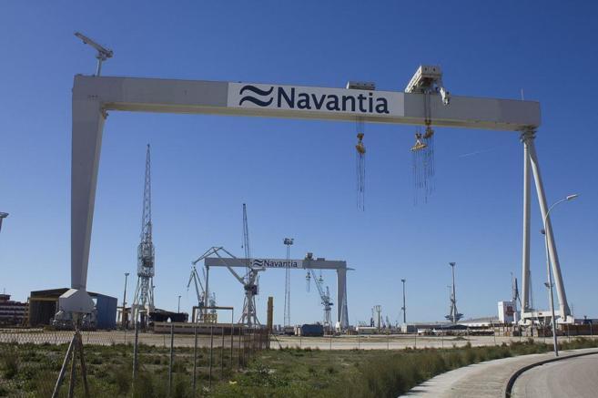 Grúas del astillero de Navantia en Puerto Real, Cádiz.