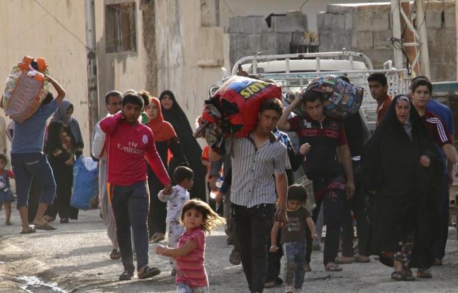 Población suní abandonando la ciudad de Ramadi ante el avance de hoy...