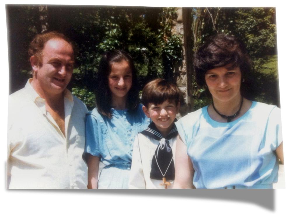 Eutimio y Julia junto a sus hijos: Silvia y Jesús