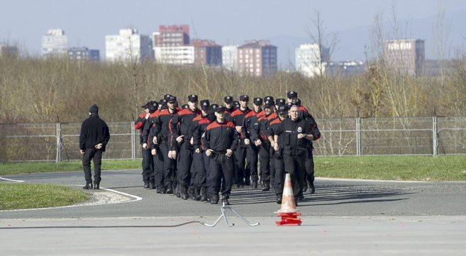 Los agentes de la OPE de 2014, entrenándose en la academia de...