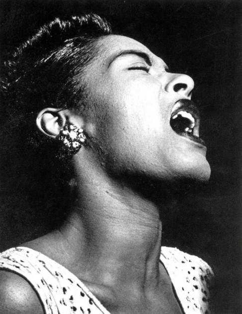 La cantante Billie Holiday, durante una actuación en 1948.