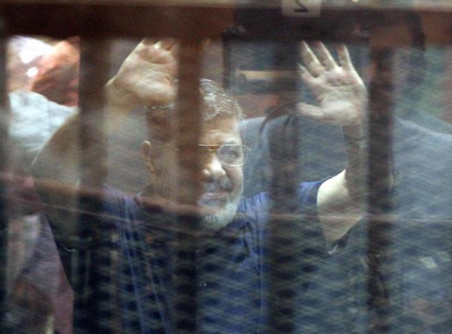 El ex presidente Mohamed Mursi, durante el juicio.