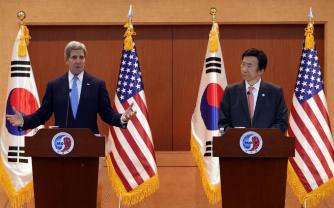 Kerry, junto al ministro de Exteriores surcoreano, Yun Byung-se.