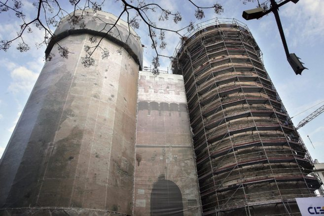 Imagen de archivo de la rehabilitación de la Torres de Quart, a un...