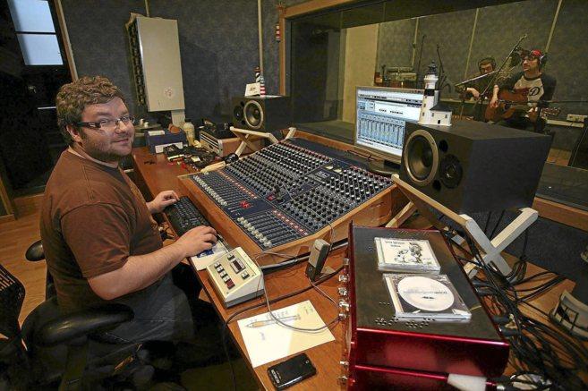 El guitarrista de No More Lies y conocido productor Santi Garcí