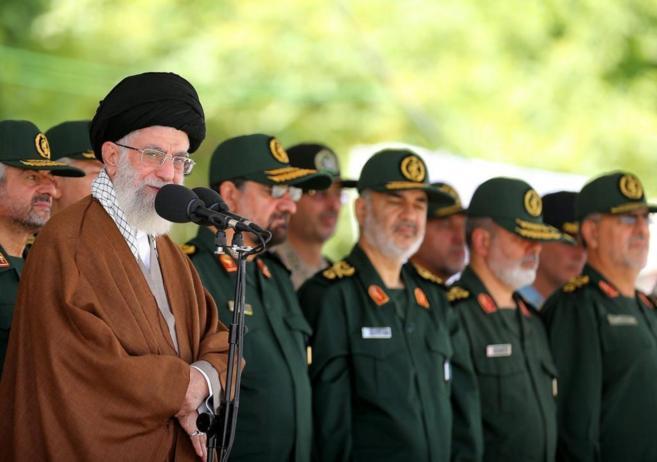 Jamenei, durante una ceremonia en la Academia Militar Imán Huseín en...