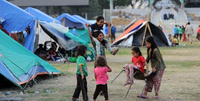 Niños nepalies en un campo de refugiados