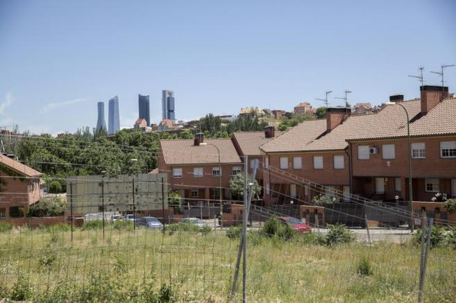 Vista de Madrid desde el callejón situado junto a la calle...