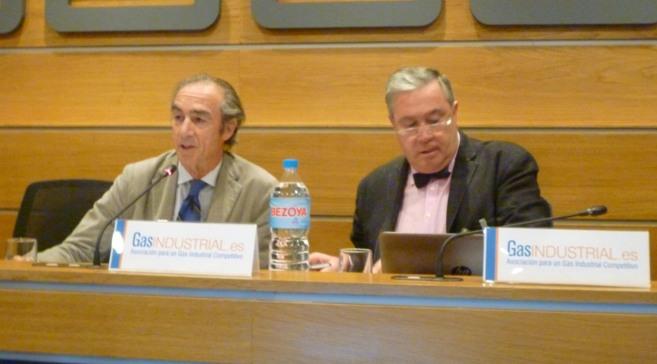 El vicepresidente de GasIndustrial, Carlos Casanovas, y el secretario...