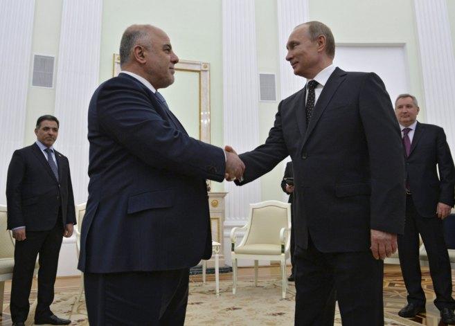 El primer ministro de Irak estrecha la mano al presidente ruso Putin...
