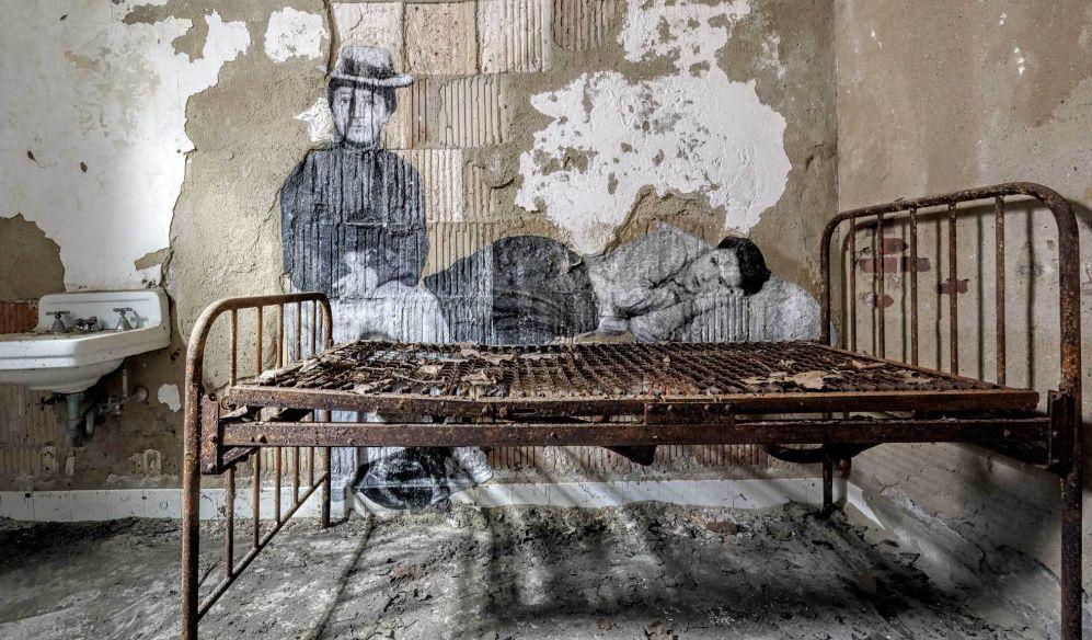 La fotografía de dos inmigrantes llegadas a Ellis Island en el siglo...