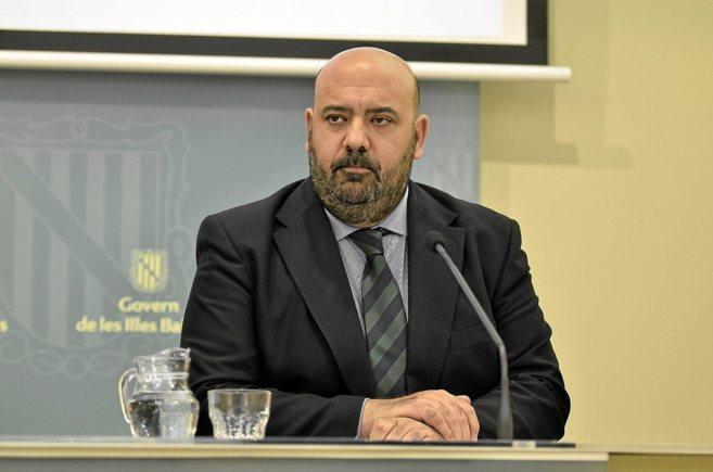 El conseller de Turismo, Jaime Martínez, durante una rueda de prensa.