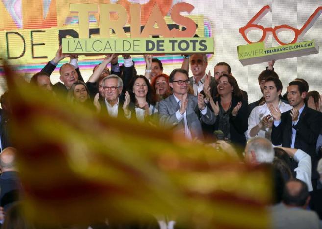 El alcalde de Barcelona y candidato por CiU, Xavier Trias, y el...