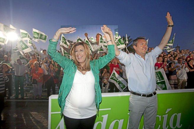 Susana Díaz, en el cierre de campaña junto al candidato de Sevilla,...