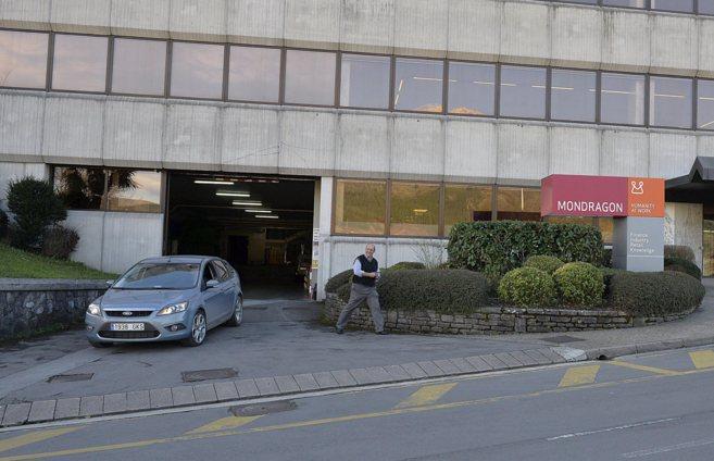 Entrada a la sede del Grupo Mondragón, el grupo cooperativo más...